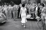 Gli italiani si voltano, Milano 1954
